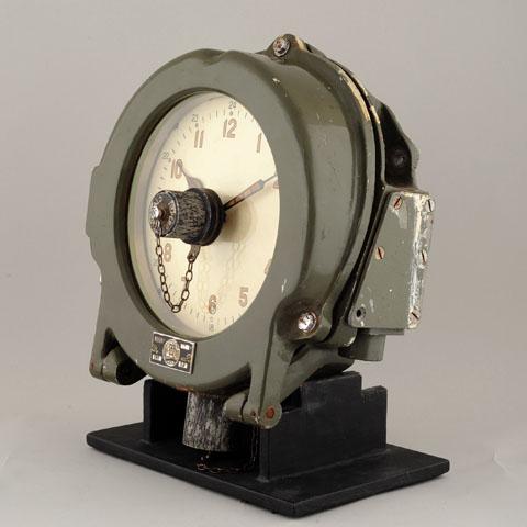 Horloge des Sous-Marins Russe et Soviétique  - Page 2 372981d1294933549-finally-real-soviet-submarine-clock-%96-only-one-i-have-ever-seen-1423b