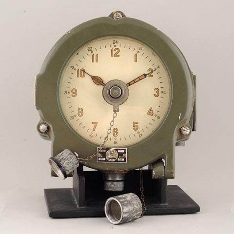 Horloge des Sous-Marins Russe et Soviétique  - Page 2 372980d1294933549-finally-real-soviet-submarine-clock-%96-only-one-i-have-ever-seen-1423d
