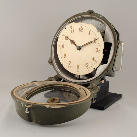 Horloge des Sous-Marins Russe et Soviétique  - Page 2 372979d1294933549-finally-real-soviet-submarine-clock-%96-only-one-i-have-ever-seen-1423e