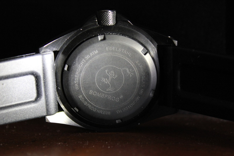 Name:  Bombfrog BT25 Tactical diver on black rubber Panatime strap12.jpg