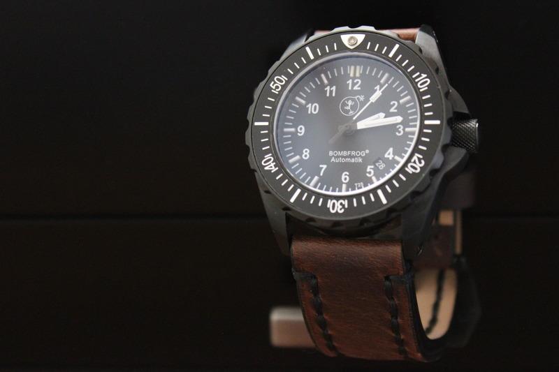 Name:  Bombfrog BT25 Tactical diver on Panatime Dark Brown Vintage Tobacco Genuine Distressed Leather .jpeg Views: 40 Size:  72.5 KB