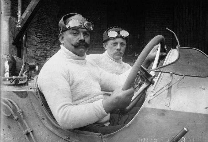Name:  Christian_Lautenschlager_at_the_1914_French_Grand_Prix_.jpg Views: 570 Size:  44.5 KB