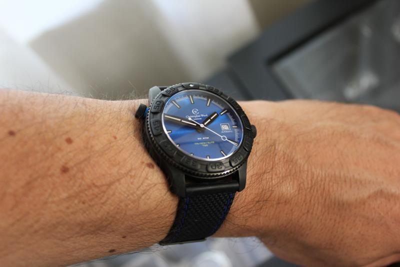 Name:  Christopher Ward C600 Tri-Tech Diver Elite on blue stitch rubber Panatime strap11.jpg Views: 57 Size:  37.0 KB