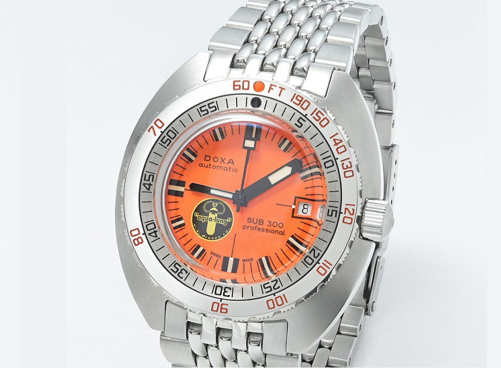 doxa_sub300_blacklung_product_angle01_63871_offwhite
