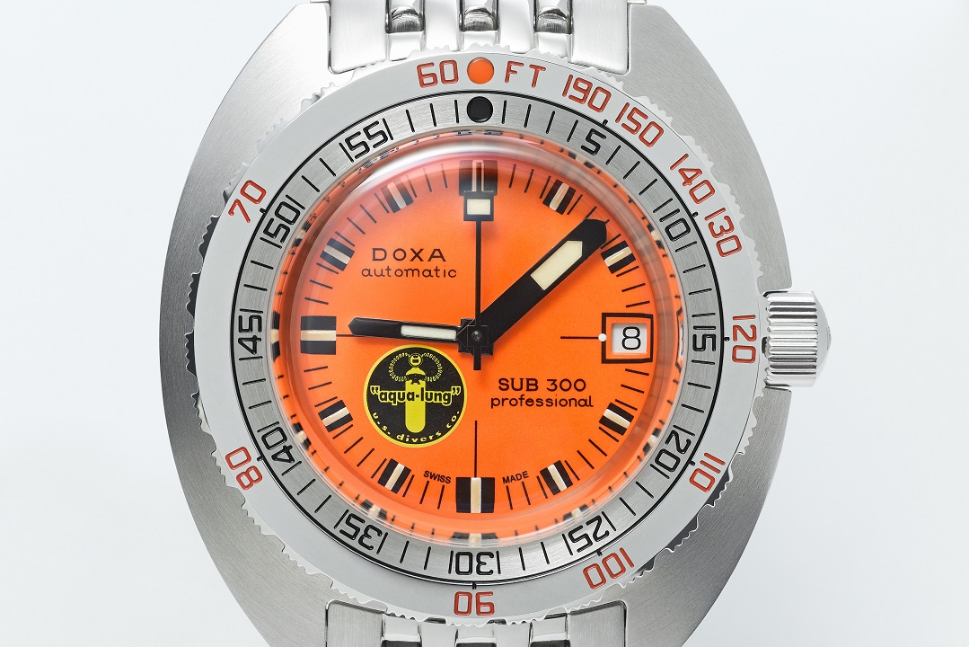 doxa_sub300_blacklung_product_angle02_64039_offwhite