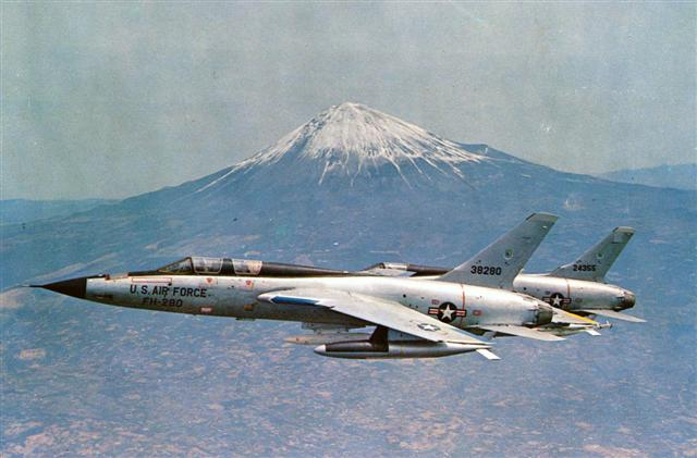Name:  F-105_Thunderchiefs_Mt_Fuji (Small).jpg Views: 766 Size:  43.9 KB