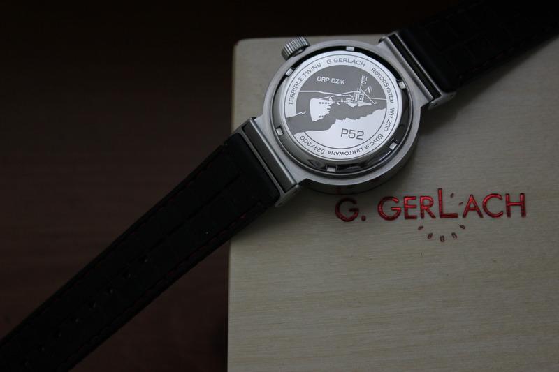 Name:  G Gerlach P52 Dzik on black rubber diamond red stitch Panatime strap4.jpg Views: 35 Size:  67.3 KB