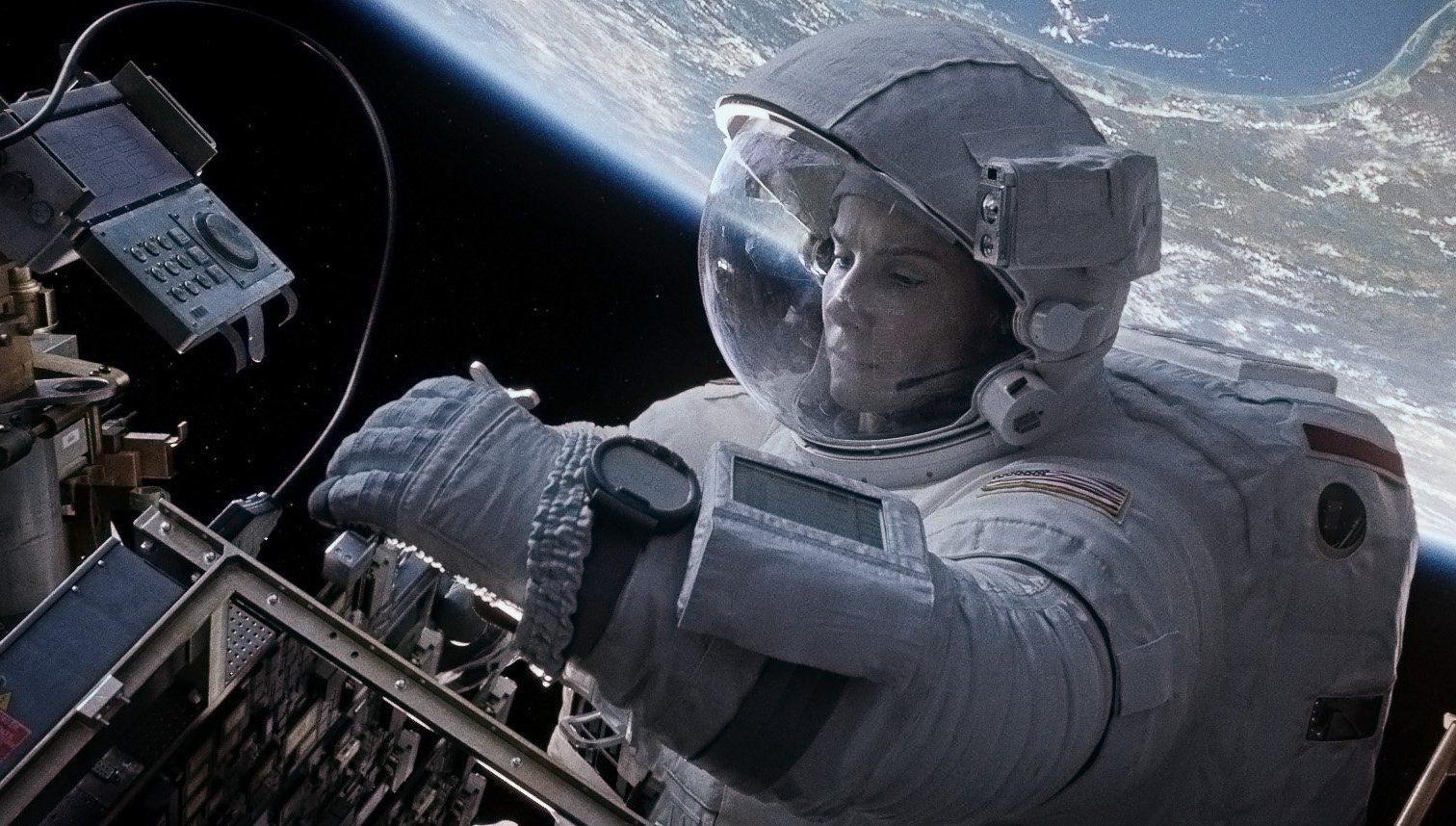 Montres de cosmonaute (vues dans le film Gravity) 1245134d1381261304-digital-wristwatch-movie-gravity-gravity-movie-wallpaper-9