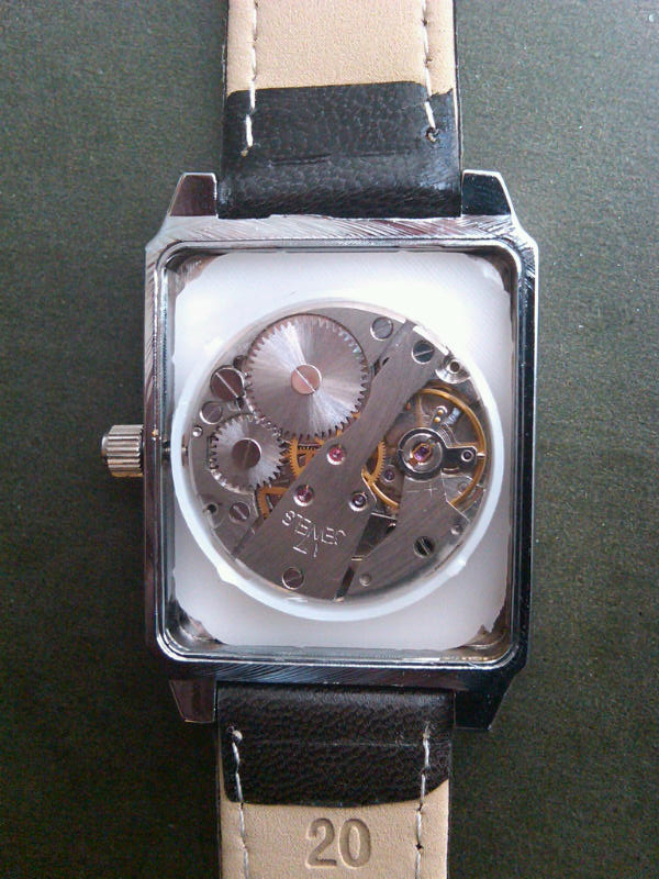 [Revue] Luch Rectangulaire 449246d1307399591-got-nice-small-thin-plain-luch-tank-watch-img00785-20110606-1439