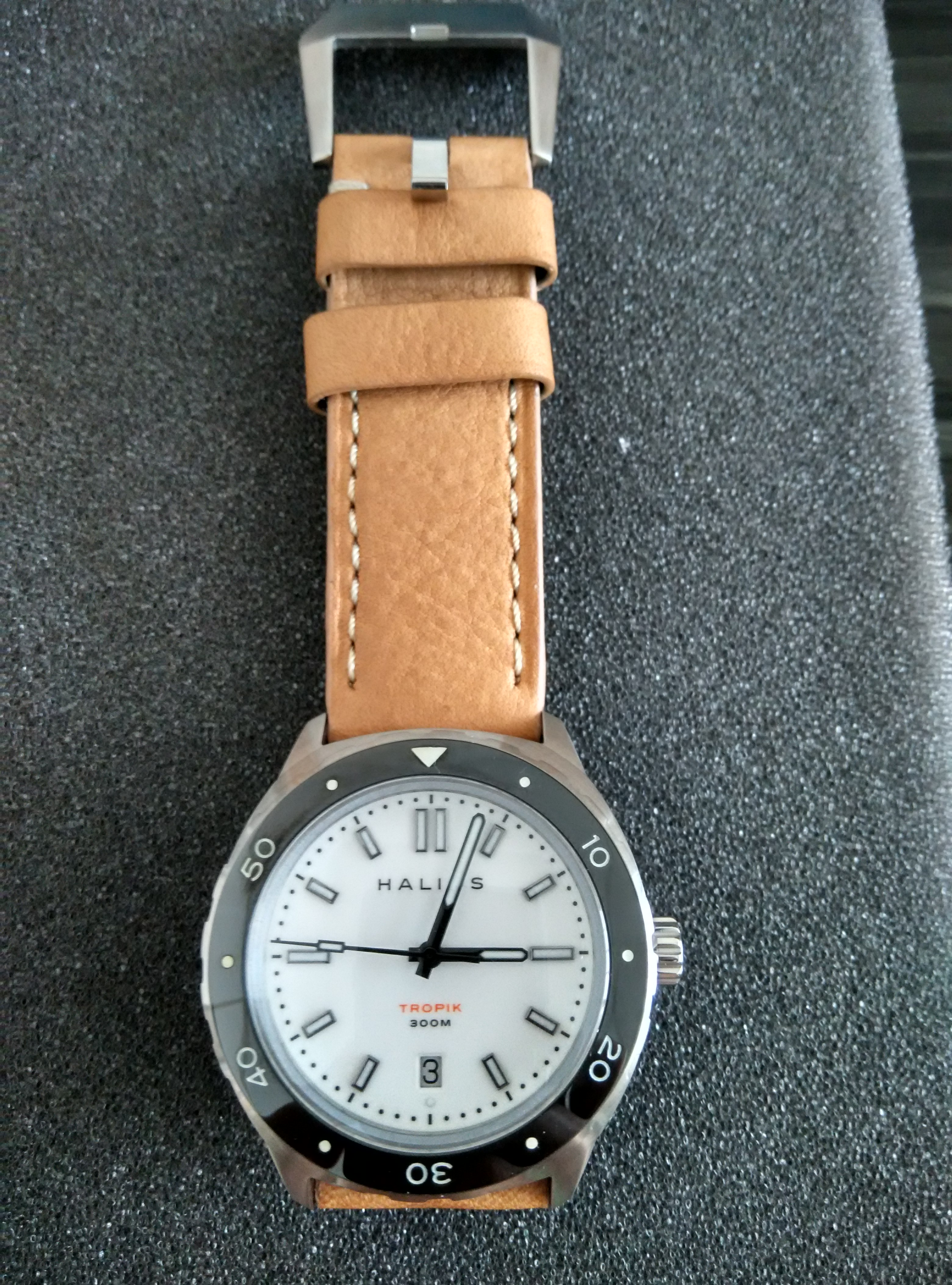 Halios Tropik SS White Dial/Black BezelFull set with 4 straps  like new condition