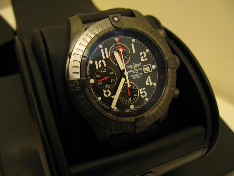 http://forums.watchuseek.com/attachments/f29/201248d1247722669-fs-breitling-super-avenger-black-steel-limited-edition-img_2072.jpg