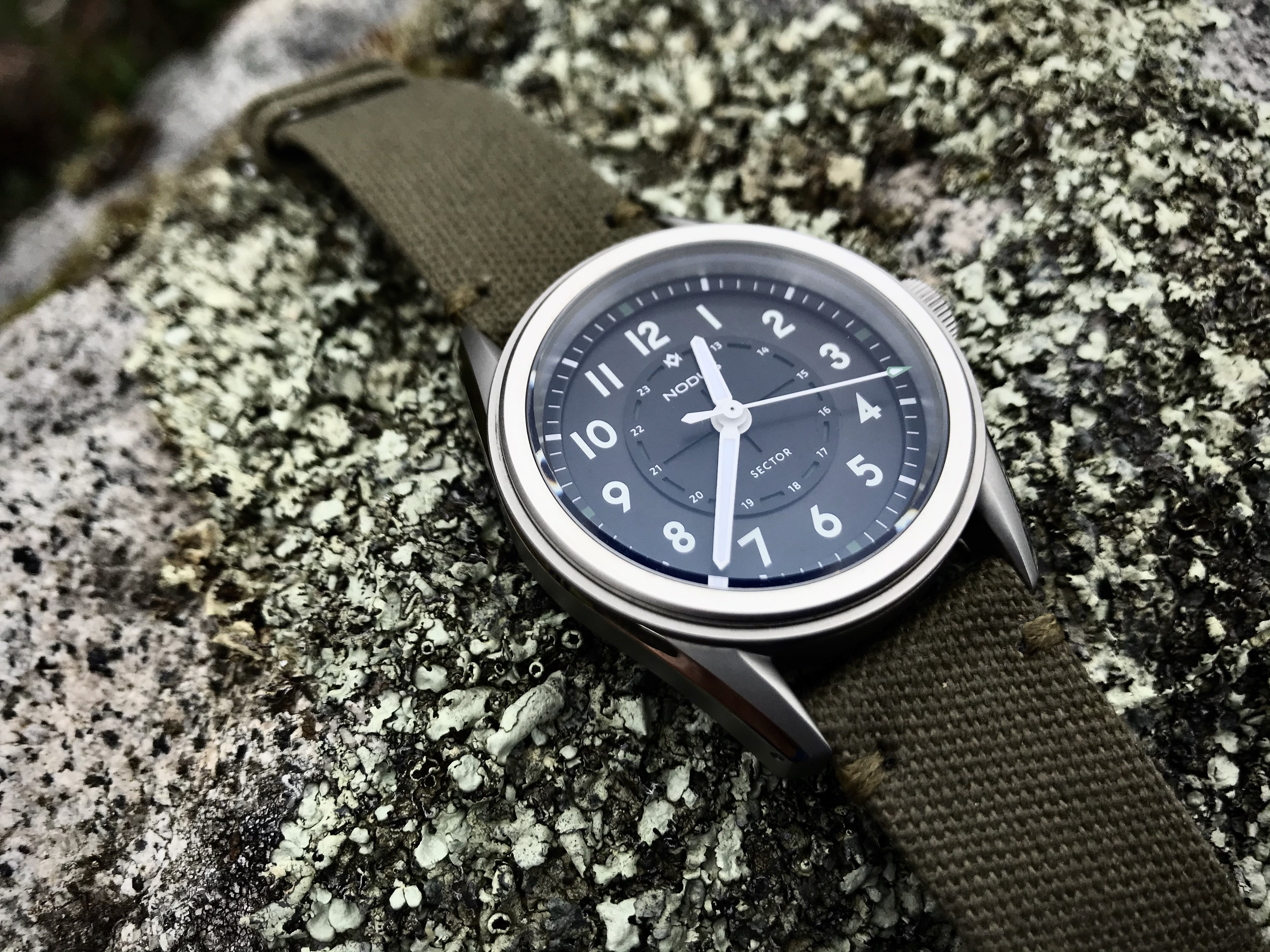 nodus sector field watch