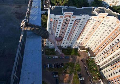 Name:  insane-roof-top-stunt.jpg Views: 187 Size:  106.7 KB