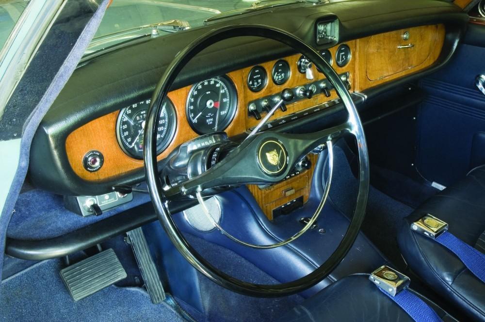 Name:  Jaguar 420 1967 dashboard.jpg Views: 1875 Size:  109.2 KB