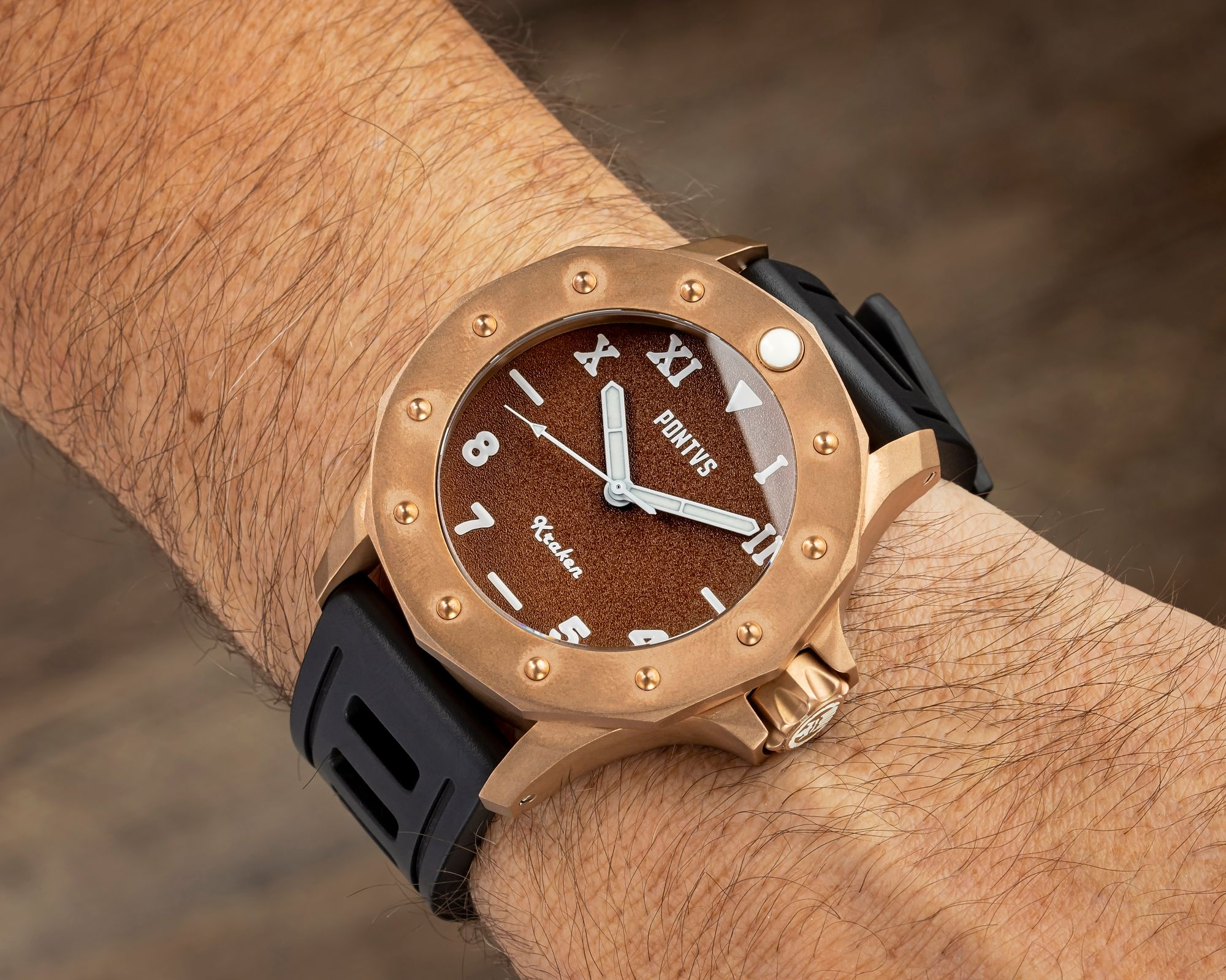 On the Cali brown dial of the Pontvs Kraken, the Super-LumiNova BGW9-printed hours markers are represented in both Roman (top half) and Arabic numerals (lower half).
