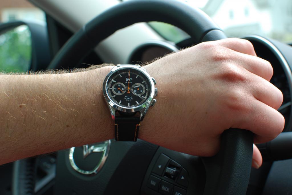Name:  Let's see that Riccardo on the steering wheel.jpg Views: 2365 Size:  66.5 KB