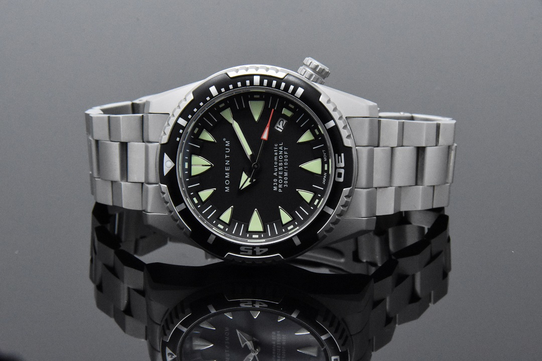 m30-automatic-shark-tooth-on-steel