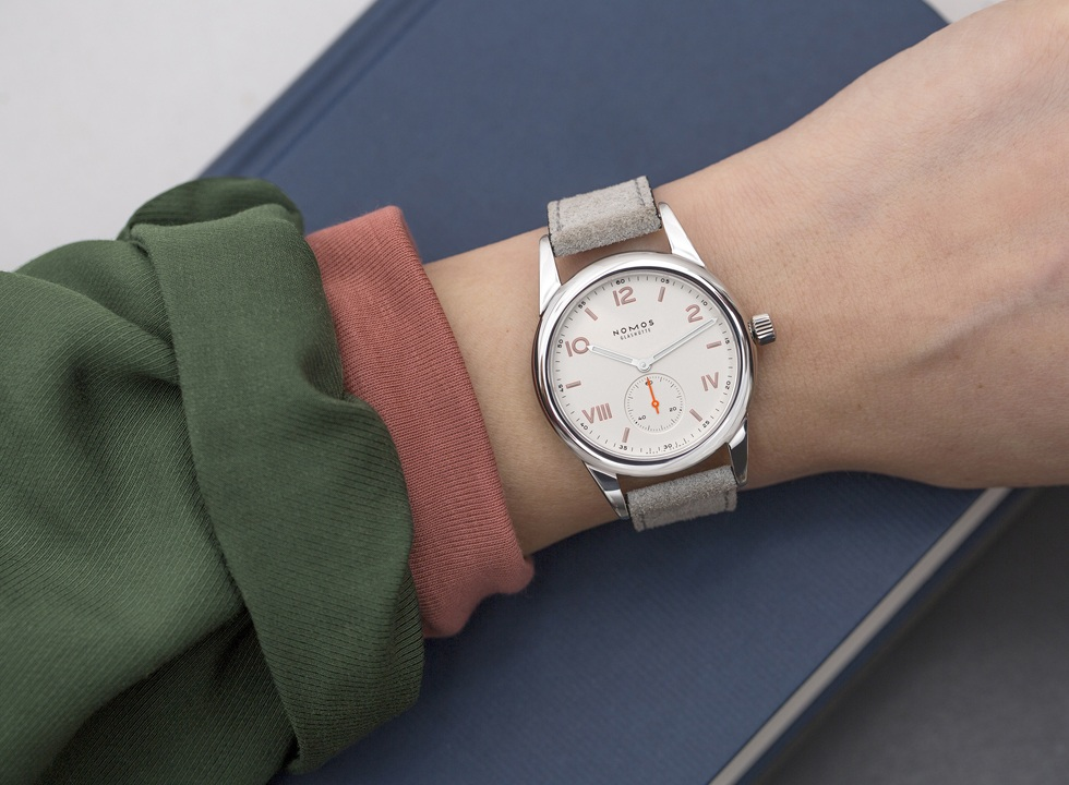 With a youthful sporty look, the NOMOS Club Campus makes an ideal graduation gift.