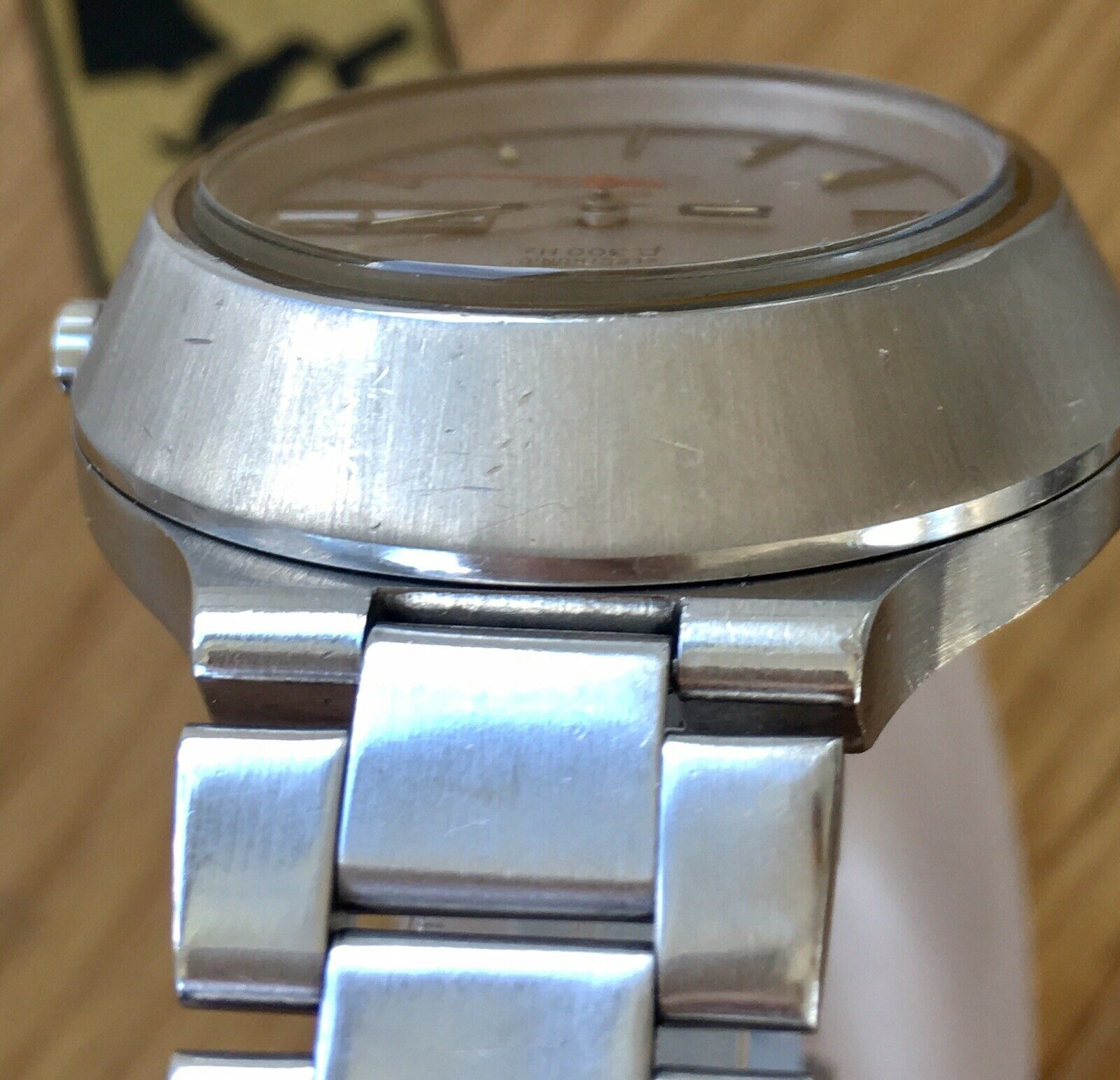Name:  Omega f300 Cone DAY DATE - Ebay Germany - limette266 - Case 12 oclock Angle  20190510.JPG Views: 33 Size:  237.2 KB