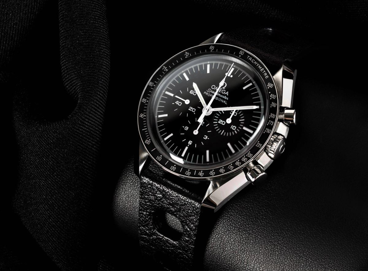 Name:  Omega-Speedmaster-on-Tropic-Leather.jpg