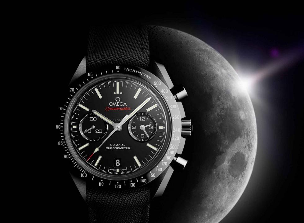 Omega_Speedmaster_Moonwatch_black-ceramic_moon_LG-980x720