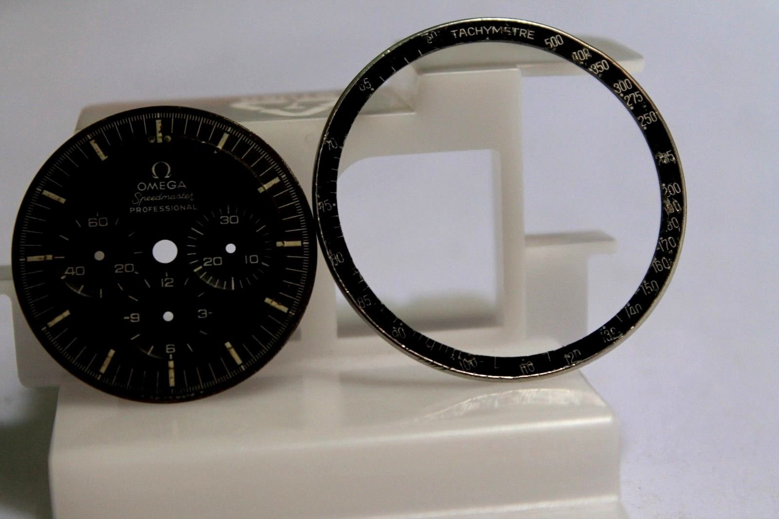 Name:  other dial and bezel.JPG Views: 531 Size:  130.1 KB