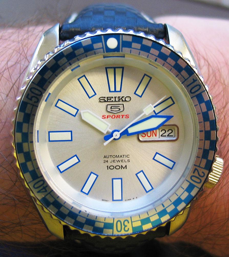Name:  racer16.jpg Views: 138 Size:  198.1 KB