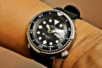 Name:  SEIKO Professional Quartz Diver 7549-7010 0O0316_Wrist.JPG