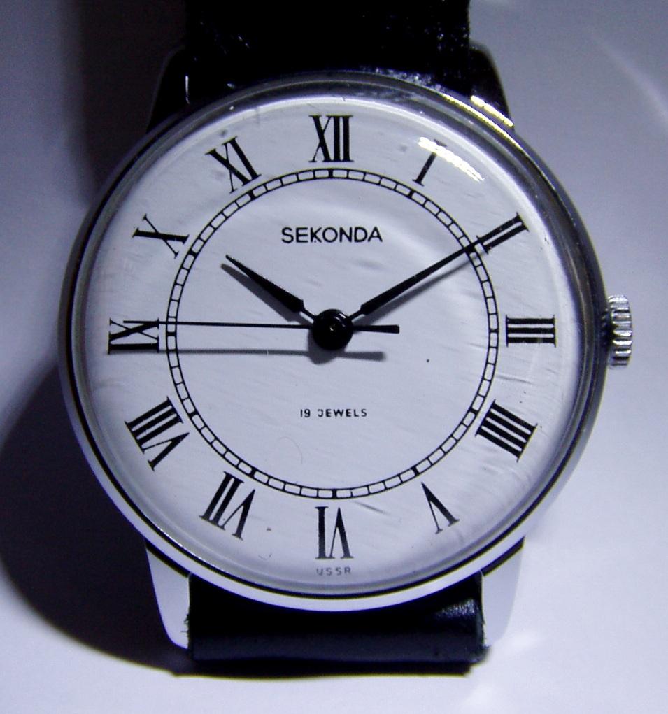 http://forums.watchuseek.com/attachments/f10/441735d1306276837-soviet-sekonda-watches-sekonda-19-jewel-raketa-2609-ha-white-dial-roman-numerals.jpg