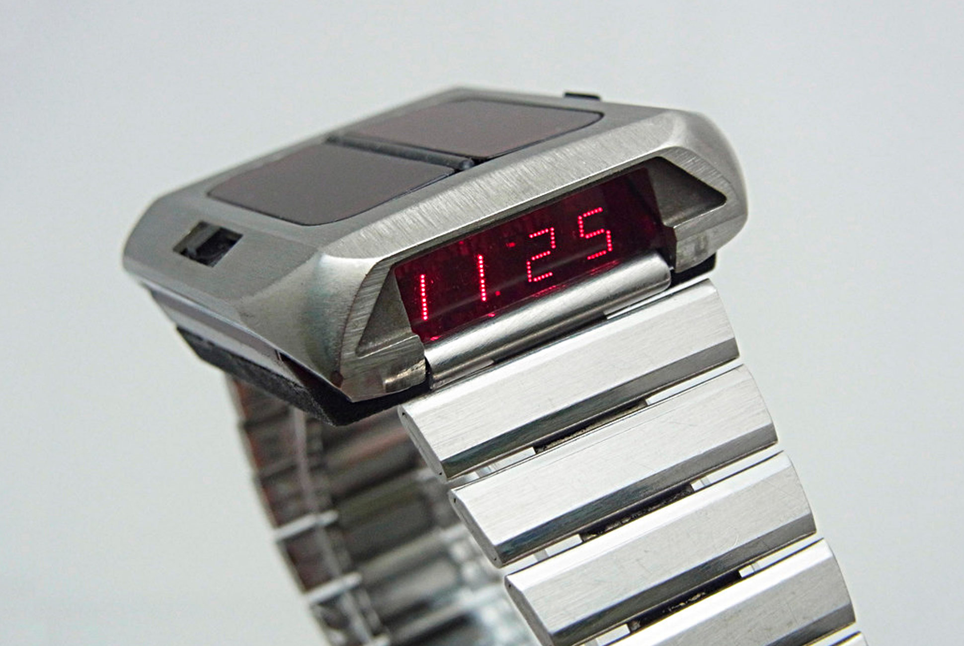 Name:  The-First-Solar-Powered-Watch-Was-Funky-and-Far-Ahead-of-its-Time-gear-patrol-lead-full.jpg Views: 35 Size:  270.0 KB