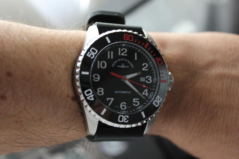 Name:  Zeno Watch Basel Ceramic Diver 6492- 2824-A1-7 on OEM rubber strap20.jpg Views: 52 Size:  39.3 KB